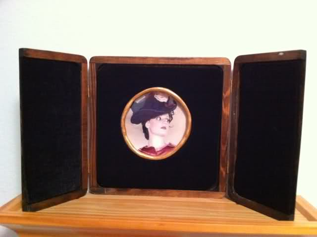 irene-adler-photo-frame-prop-10